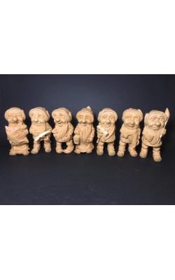 Семь гномов (слева направо: Соня, Апчхи, Застенчивый, Счастливчик, Молодой, Профессор), 10 см, кедр